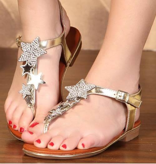 altin-yaldizli-yildizli-sandalet