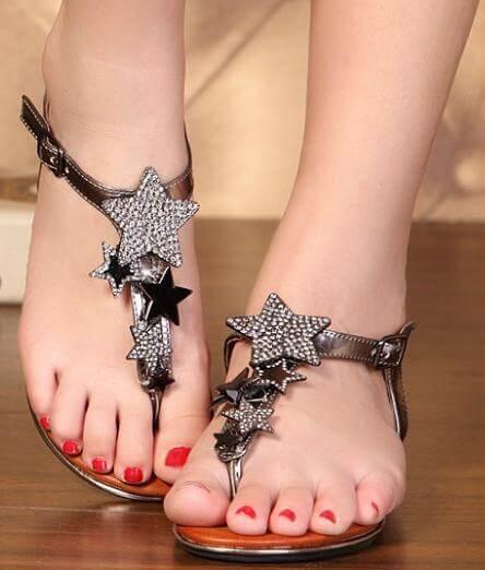 siyah-yildizli-sandalet